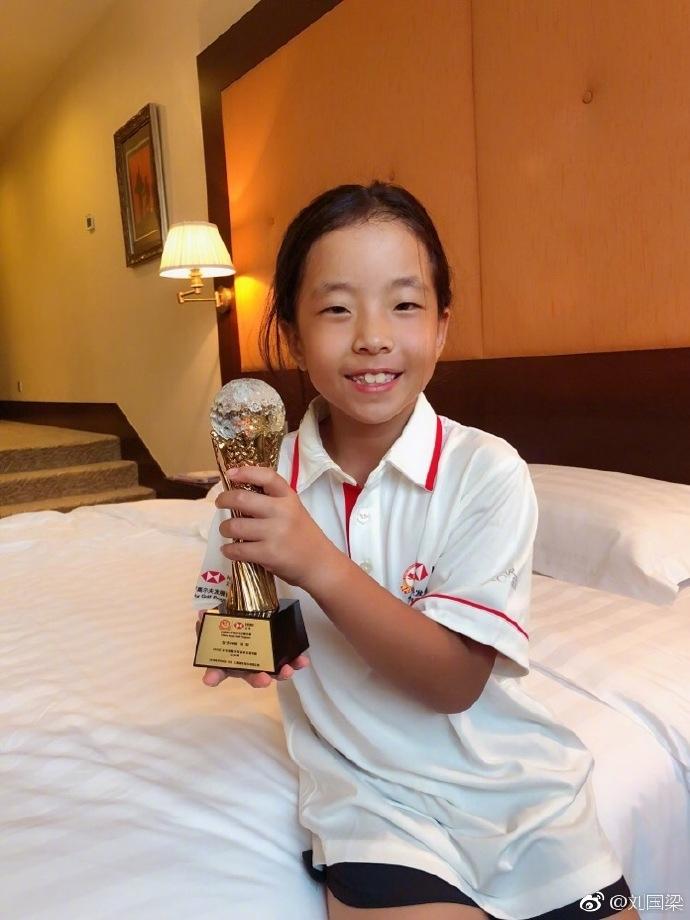 刘国梁女儿首夺全国高尔夫赛冠军 完全诠释虎父无犬女