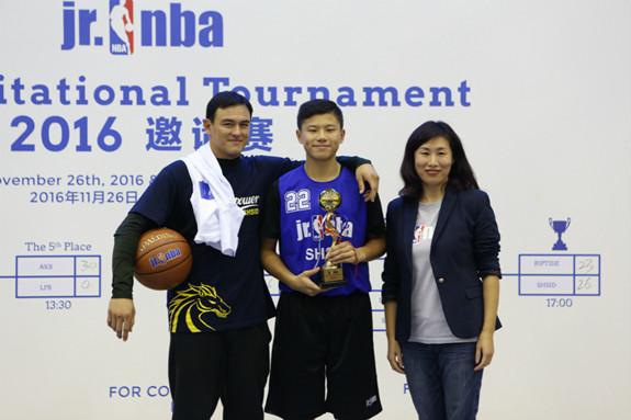 Jr.NBA2016邀请赛圆满落幕 上海中学国际部喜折桂特搜战队迪加战士