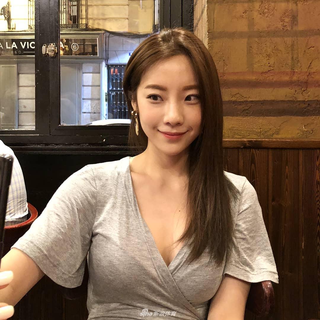 韩健美女教练婚后身材不走样 运动写真惹火(组图)